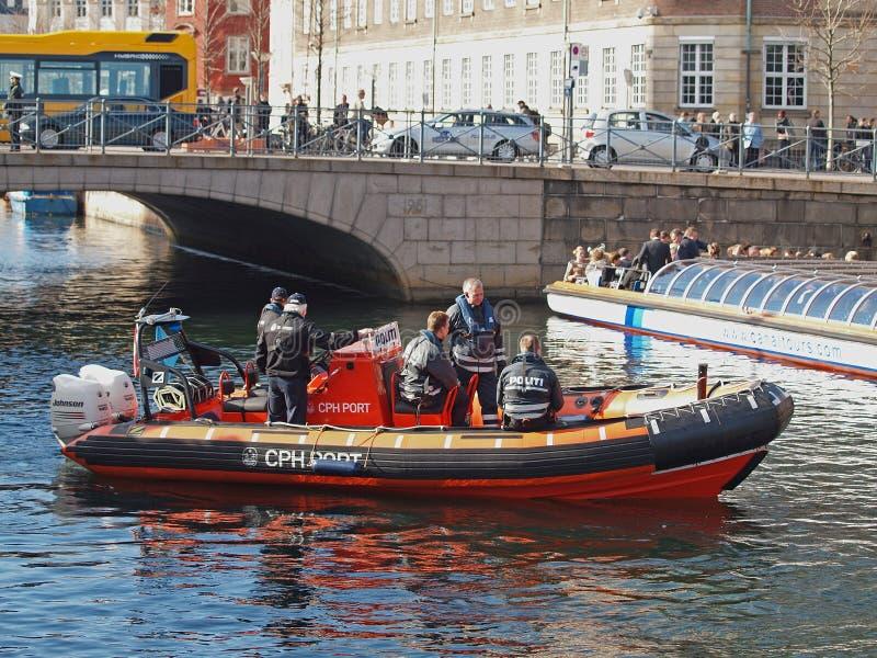 Police danoise sur le bateau image libre de droits