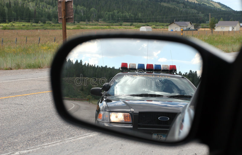 Police dans le miroir image stock