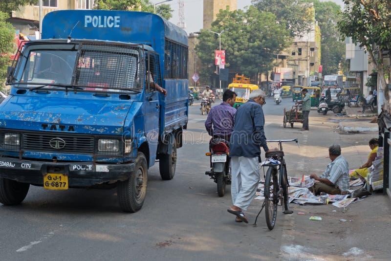 Police indienne tenant au courant images libres de droits