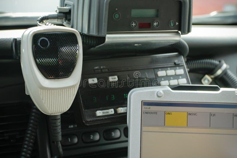 Police MIC par radio dans le véhicule images libres de droits