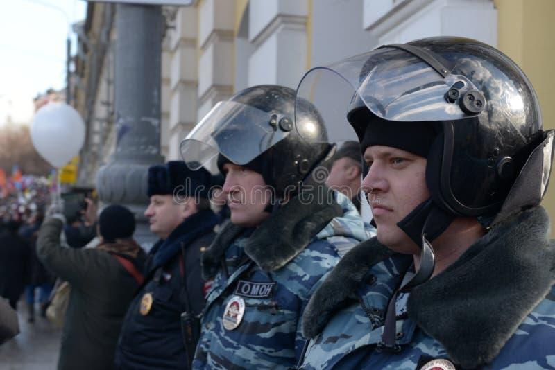 Police spéciale de tâche au travail images stock
