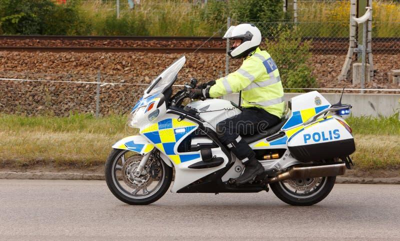 Police suédoise sur la moto photo stock