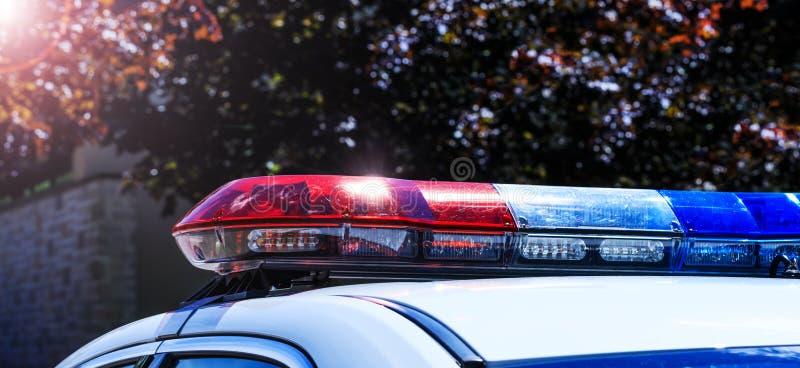 Policie luzes no carro durante a fiscalização do tráfego na cidade roa fotos de stock royalty free