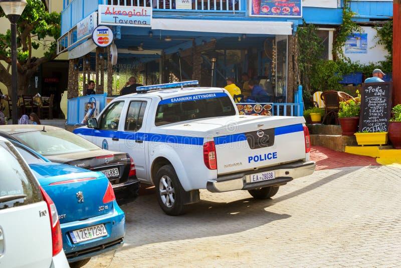 Policie o recolhimento Nissan Navara estacionado em Bali, Creta imagens de stock