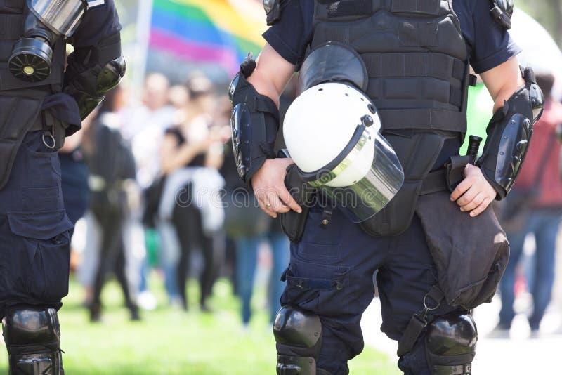Policier en service pendant le Gay Pride de LGBT photo libre de droits