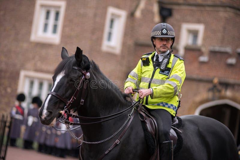 Policier sur le cheval à Londres photo stock