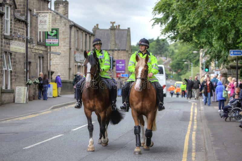 Policiers à cheval image stock