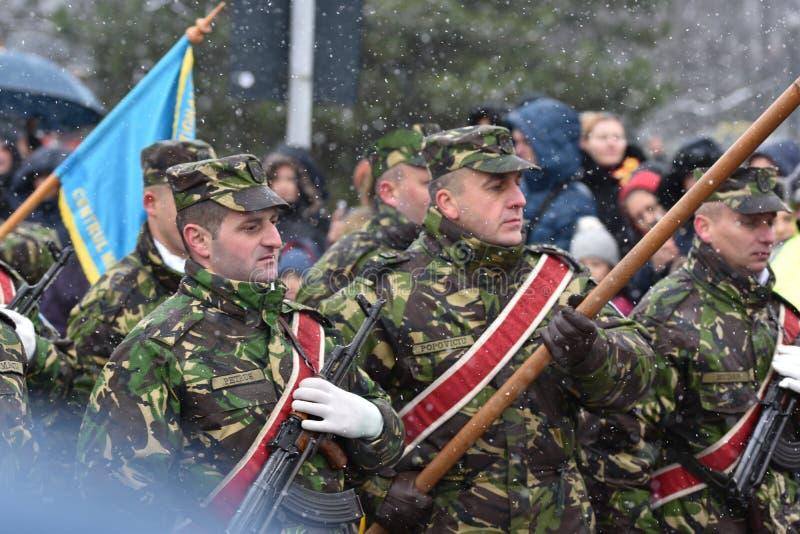 Policiers de militaires et à un événement national photos libres de droits