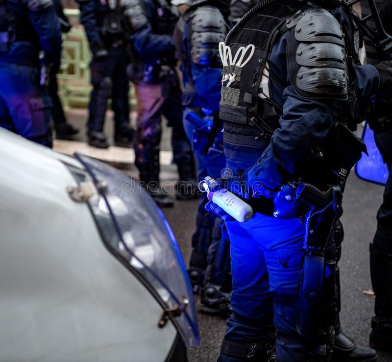 Policiers fixant la zone devant des guêpes Gil photographie stock