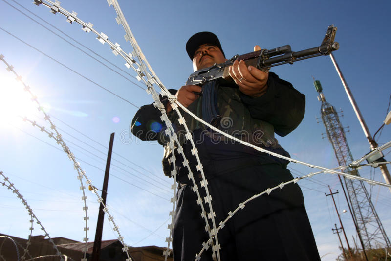 Policiers irakiens dans Kirkuk photo libre de droits