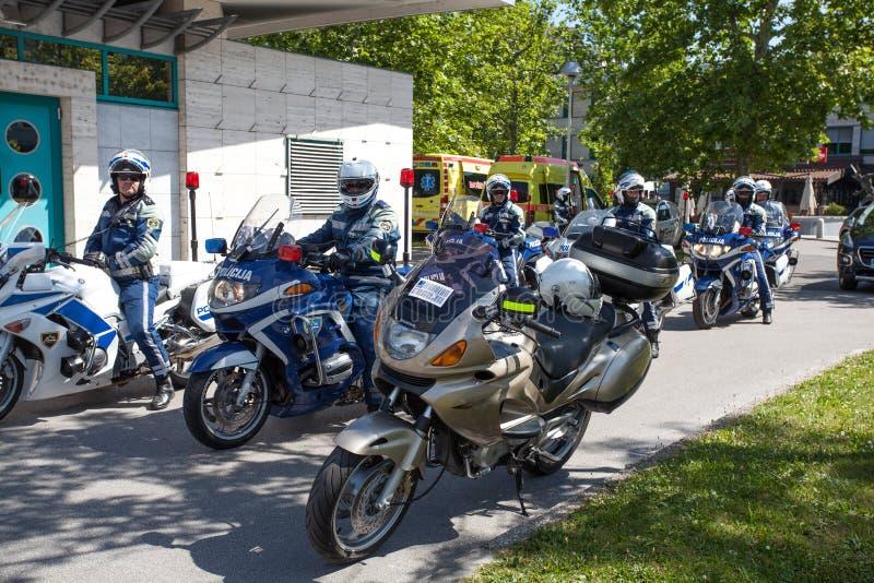 Policja na amatorskim kolarstwa wydarzenia maratonie Franja obrazy royalty free
