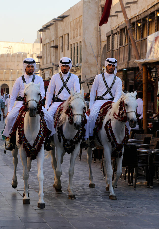 Policja w Souq Waqif w Doha, Katar fotografia stock