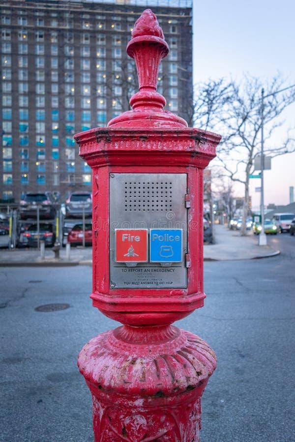 Policji & stra?y po?arnej wywo?awczy pude?ko, alarma pude?ko, Gamewell pude?ko, Manhattan, Miasto Nowy Jork, NY zdjęcie stock
