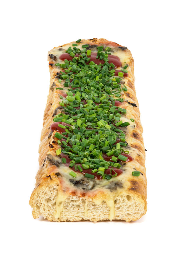 Polieren Sie geröstetes Stangenbrot mit Käse und Schnittlauch Calles-zapiekanka lizenzfreies stockbild