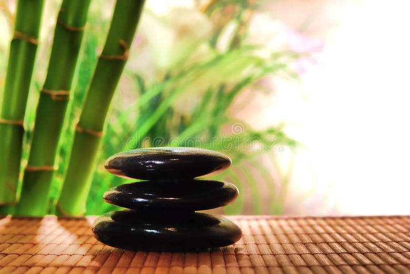 Polierstein-Steinhaufen in einem Entspannung-Badekurort lizenzfreie stockfotos