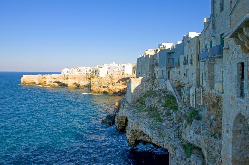 Polignano, een dorp over een blauwe overzees royalty-vrije stock foto
