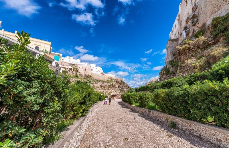 Polignano een Merrie, Apulia Gezellig ouderwets dorp over de oceaan royalty-vrije stock foto's