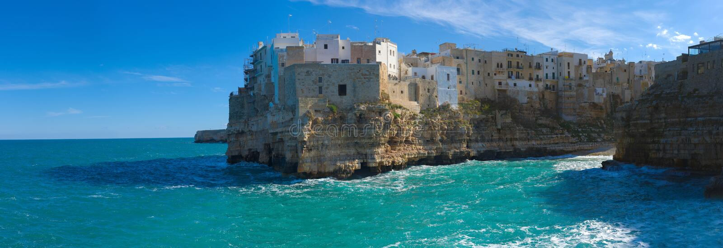 Polignano en Mare Panorama (filosofie kandidaten, Italien): himmel på jord royaltyfri bild
