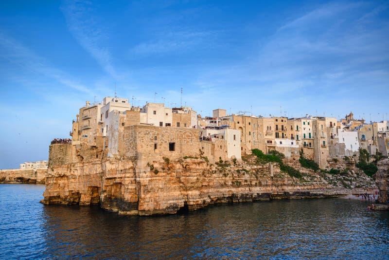 Polignano klacz na zmierzchu, Bari prowincja, Apulia, południowy Włochy fotografia stock