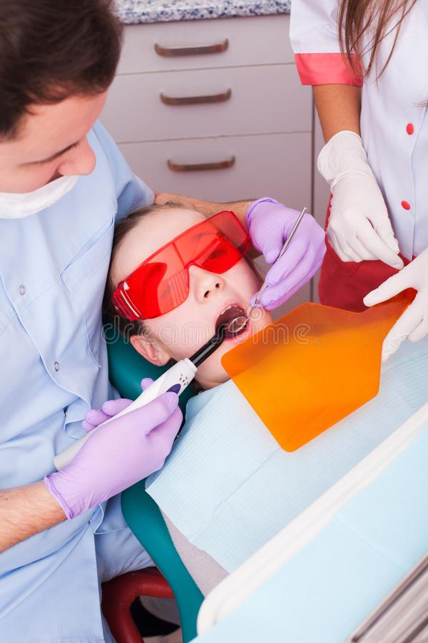 A polimerização dental imagem de stock royalty free