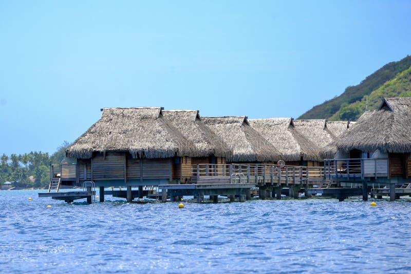Polinésia francesa, em cabanas das pilhas imagens de stock royalty free