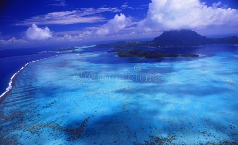 Polinésia francesa: Helicóptero-Airshot de Bora Bora Island fotos de stock royalty free