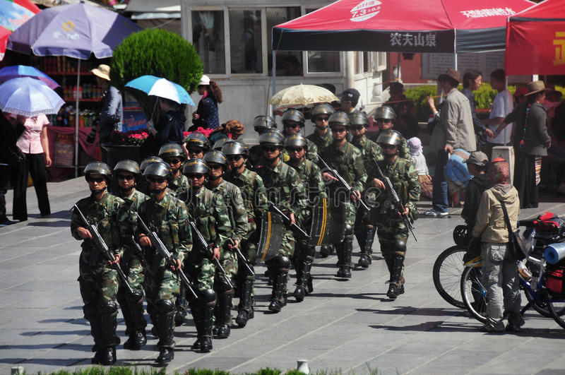 Polis på Lhasaen, Tibet royaltyfri foto