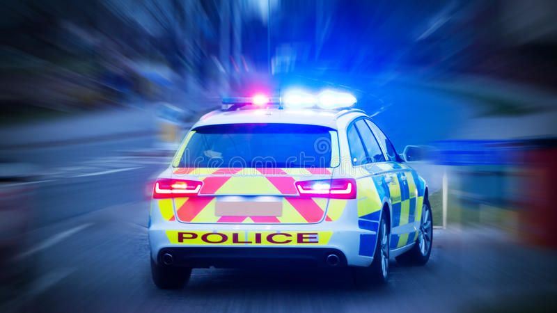 Polisbil med nöd- ljus på arkivfoton
