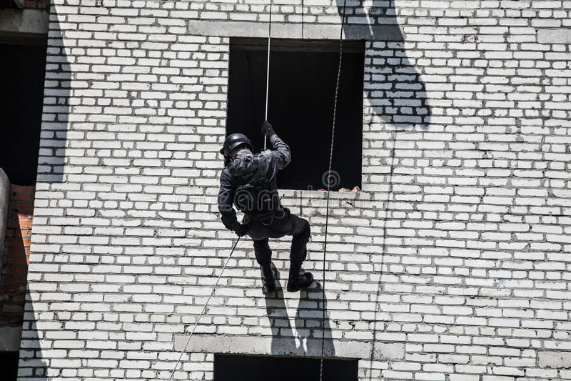 Polisen anfaller operation arkivfoton