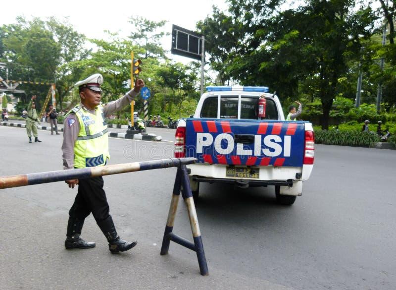 Polisen blockerar vägen royaltyfria bilder