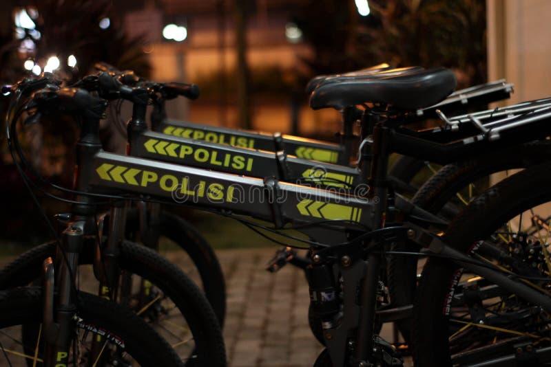 Polisen cyklar royaltyfria foton