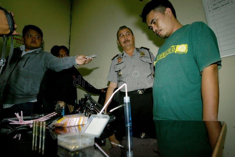 Polisen fångar knarklangare arkivbilder