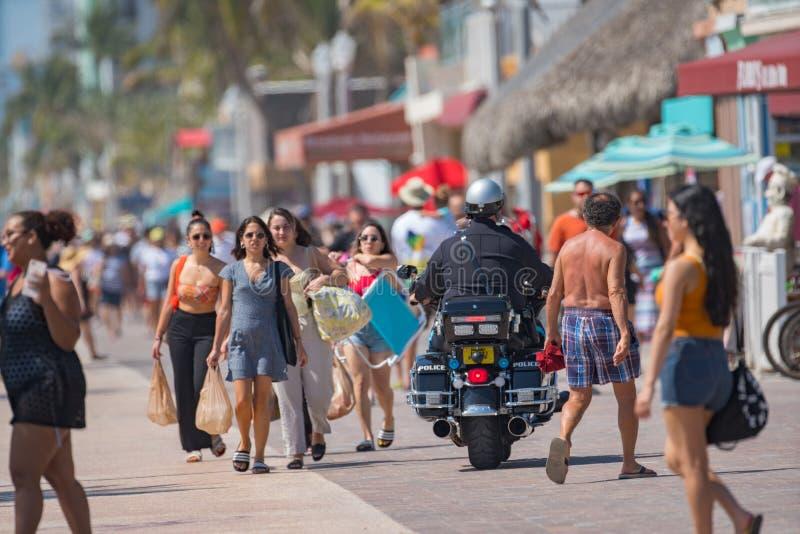 Polisen f?r motorcykelsnut p? den patrullHollywood stranden FL royaltyfria foton