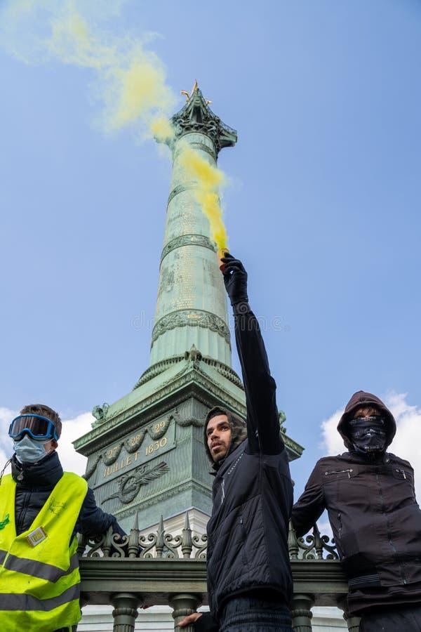 Polisen mot gult tilldelar Paris arkivbild