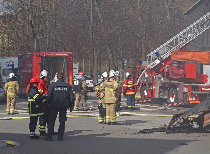 Polisen och brandmän arkivbilder