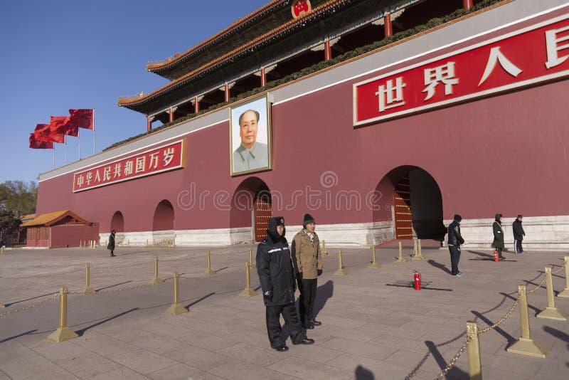 Polisen på den Tiananmen fyrkanten royaltyfria foton