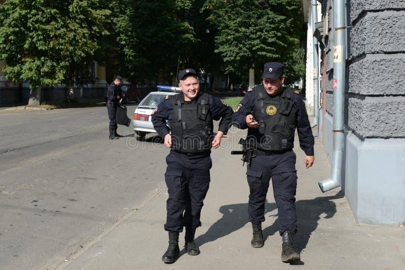Polisen på gatorna av staden av Yaroslavl royaltyfria foton