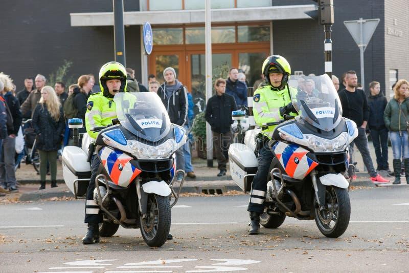 Poliser på motorcyklar fotografering för bildbyråer