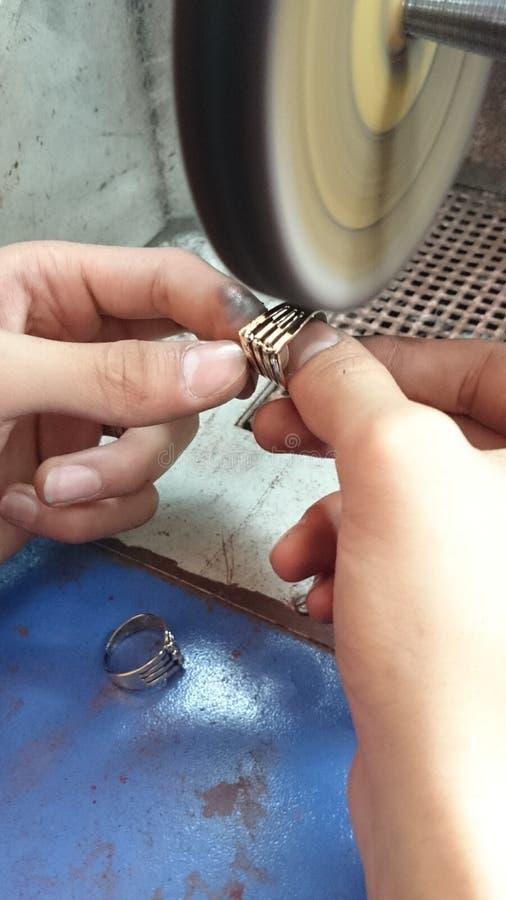 polissage de bijoux photographie stock