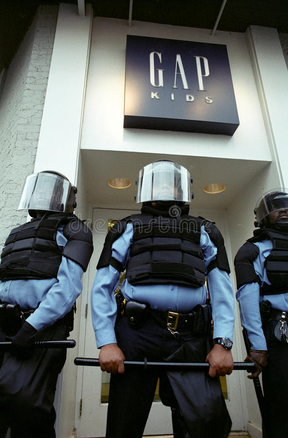 polistumult fotografering för bildbyråer