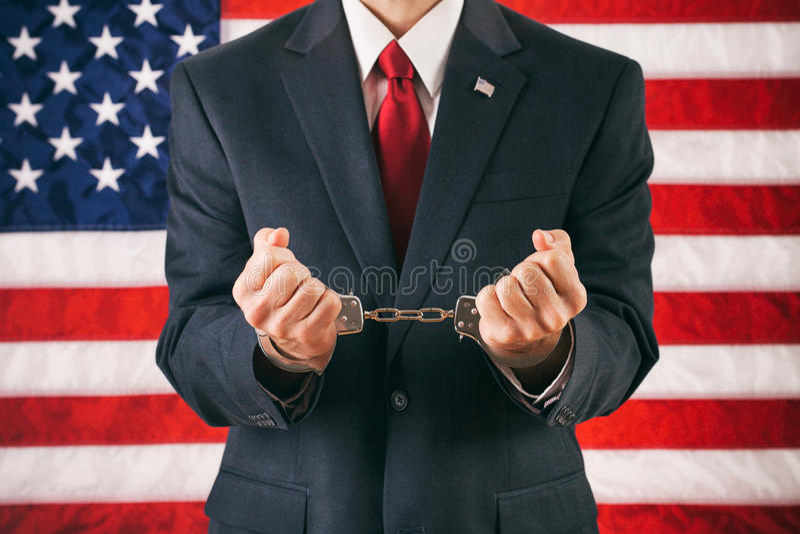 Politico: Uomo con le mani in manette fotografia stock