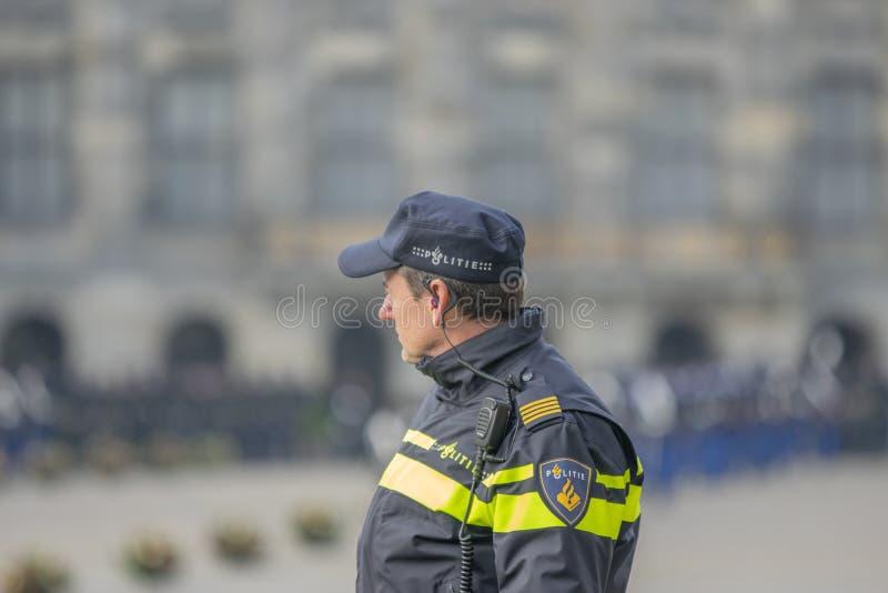 Politie aan het Werk aangaande de Koude op Dam Square wanneer President Of Singapore Visited bij het Nederland 21-11-2018 van Ams stock fotografie