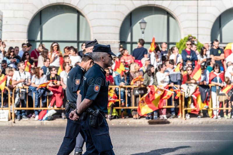 Politie in de legerparade voor de Nationale Dag van Spanje royalty-vrije stock fotografie