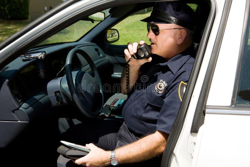 Politie die - binnen via de radio uitzendt royalty-vrije stock foto