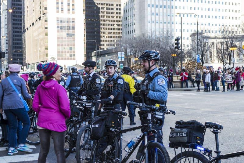 Politie die de straten blokkeren stock afbeelding