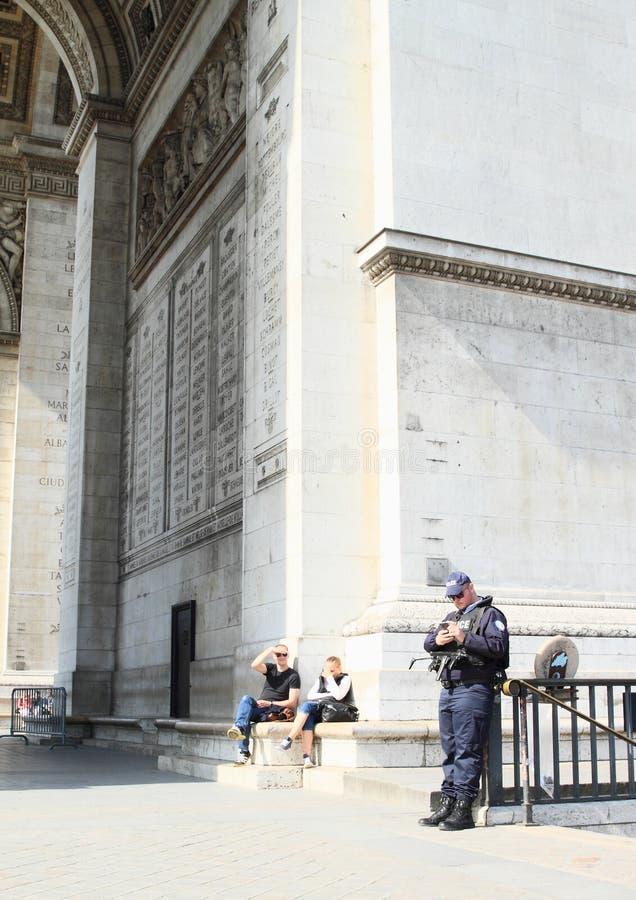 Politie op Arc de Triomphe royalty-vrije stock foto