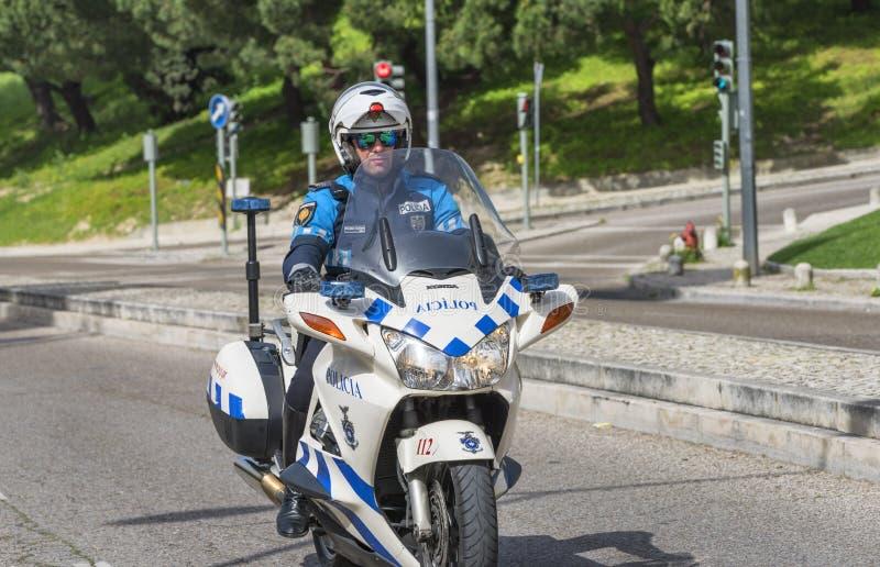 Politieagent op fiets royalty-vrije stock fotografie