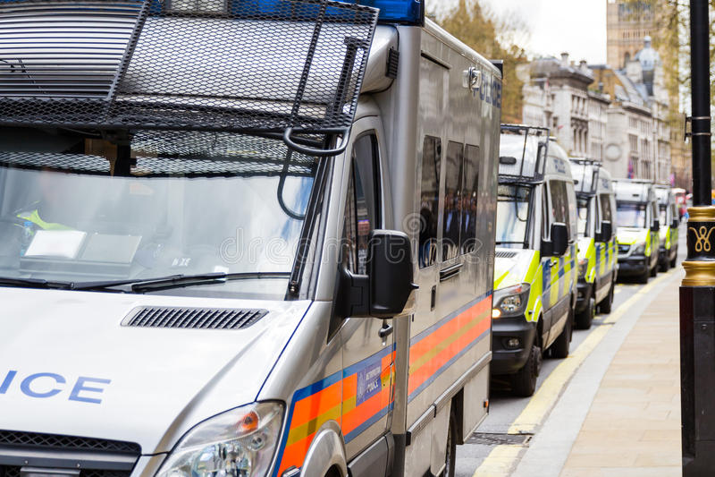 Politiebestelwagens op een rij, Londen, Groot-Brittannië, het UK stock afbeeldingen