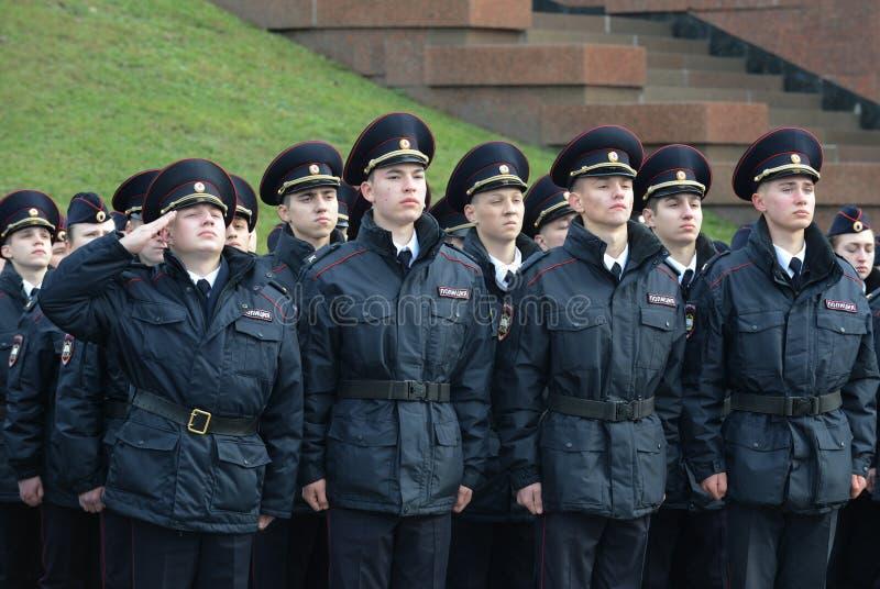Politiekadetten van de de Wetsuniversiteit van Moskou van het Ministerie van Interne Zaken van Rusland bij de plechtige post royalty-vrije stock foto