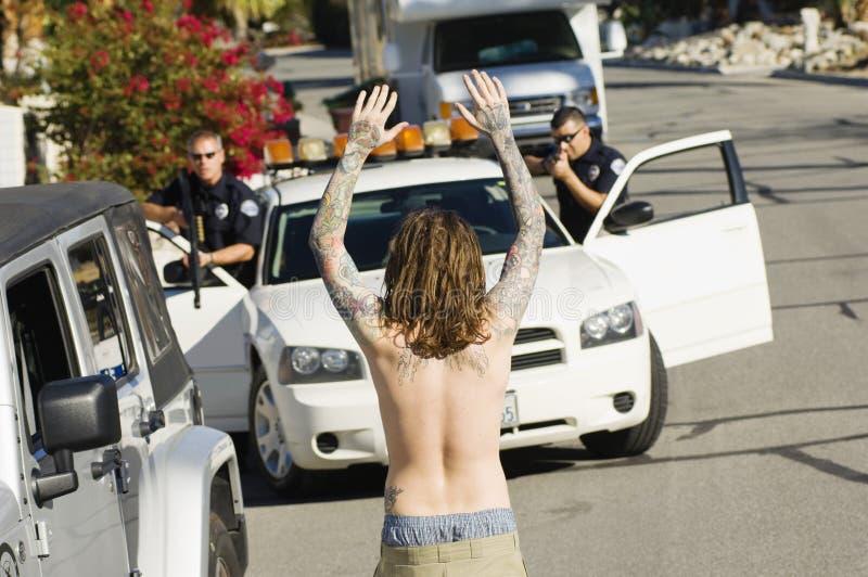 Politieman Arresting Young Man stock fotografie